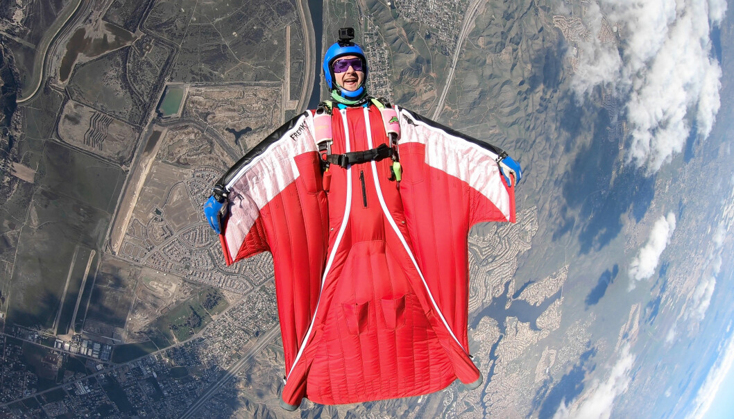 Andreas i wingsuit