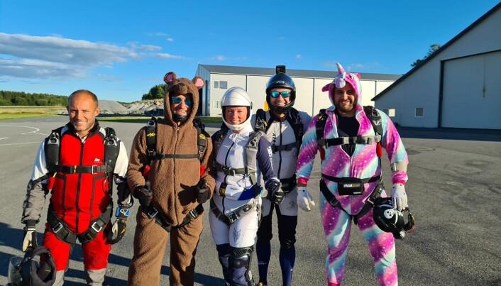 Løft klare for innhopp, fra venstre Andreas Åmli Hansen, Daniel Culbertson, Fiona Skjennem, Lasse Skjennem og Isak Amundsen