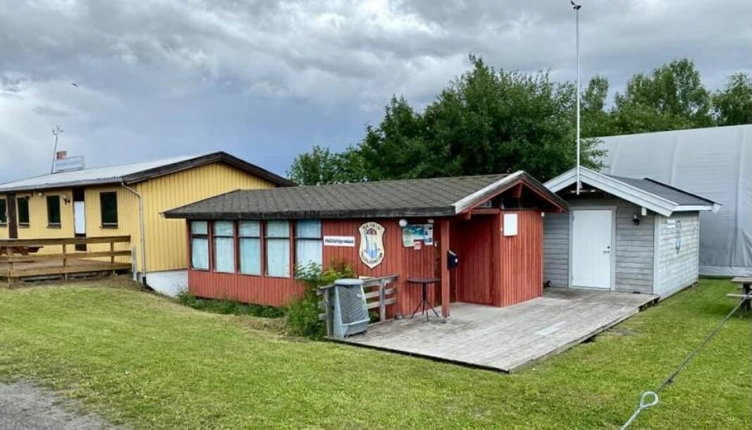 Klubbhuset til HaGL fallskjermklubb, på Hamar Lufthavn