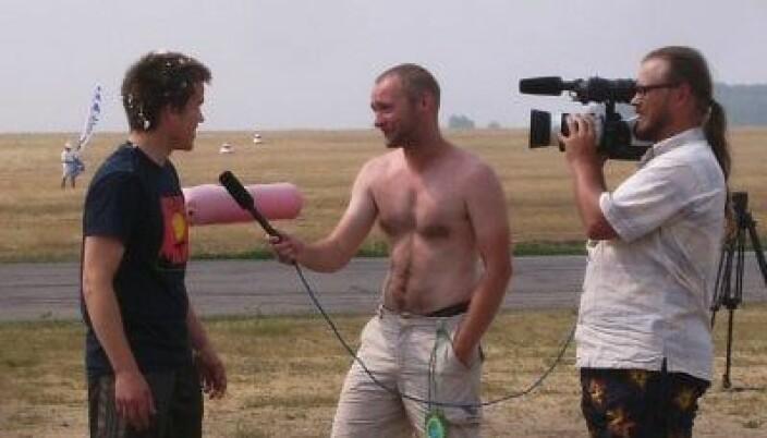 Intervjuet med kake i håret, av en toppløs russer, etter mitt hopp nummer 1000 på VM i 2010