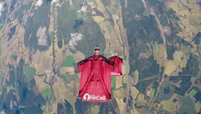 Espen og Amber holdt wingsuit camp på Jarlsberg