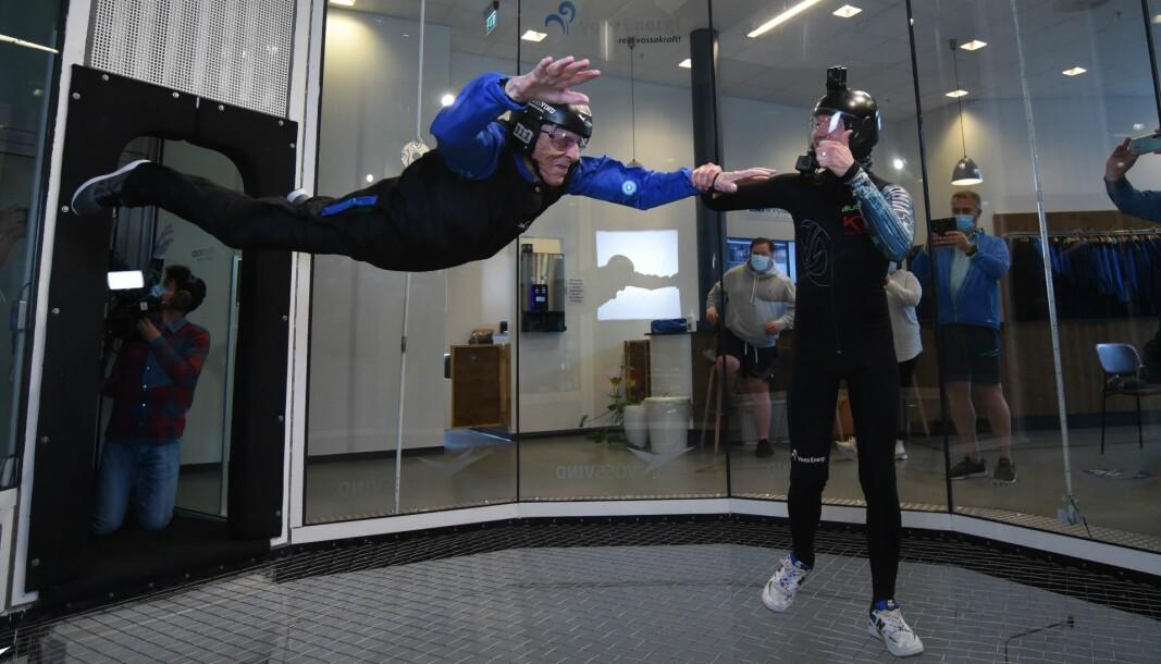 Ivar Kristoffersen (100) er norges eldste vindtunnelflyger