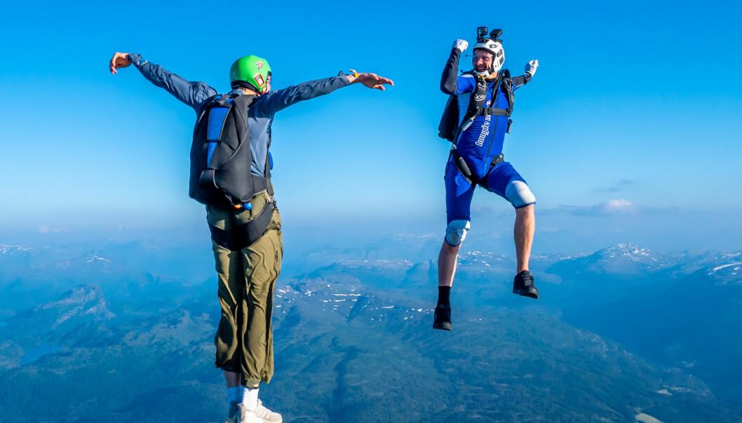 Oliver McGill Stray og Tom shorten, fun jump som en del av organisert hopping på Veko